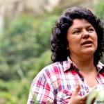Berta Cáceres recibió el premio Goldman, uno de los más prestigiosos del mundo para ambientalistas. Su campaña logró que el gigante chino Sinohydro y el Banco Mundial abandonaran su respaldo a un polémico proyecto hidroeléctrico.